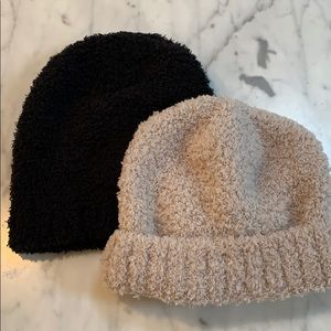 Accessories - Fleece beanies in oatmeal and black